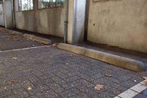 Biggenruggen in parkeergarage voor parkeervakken